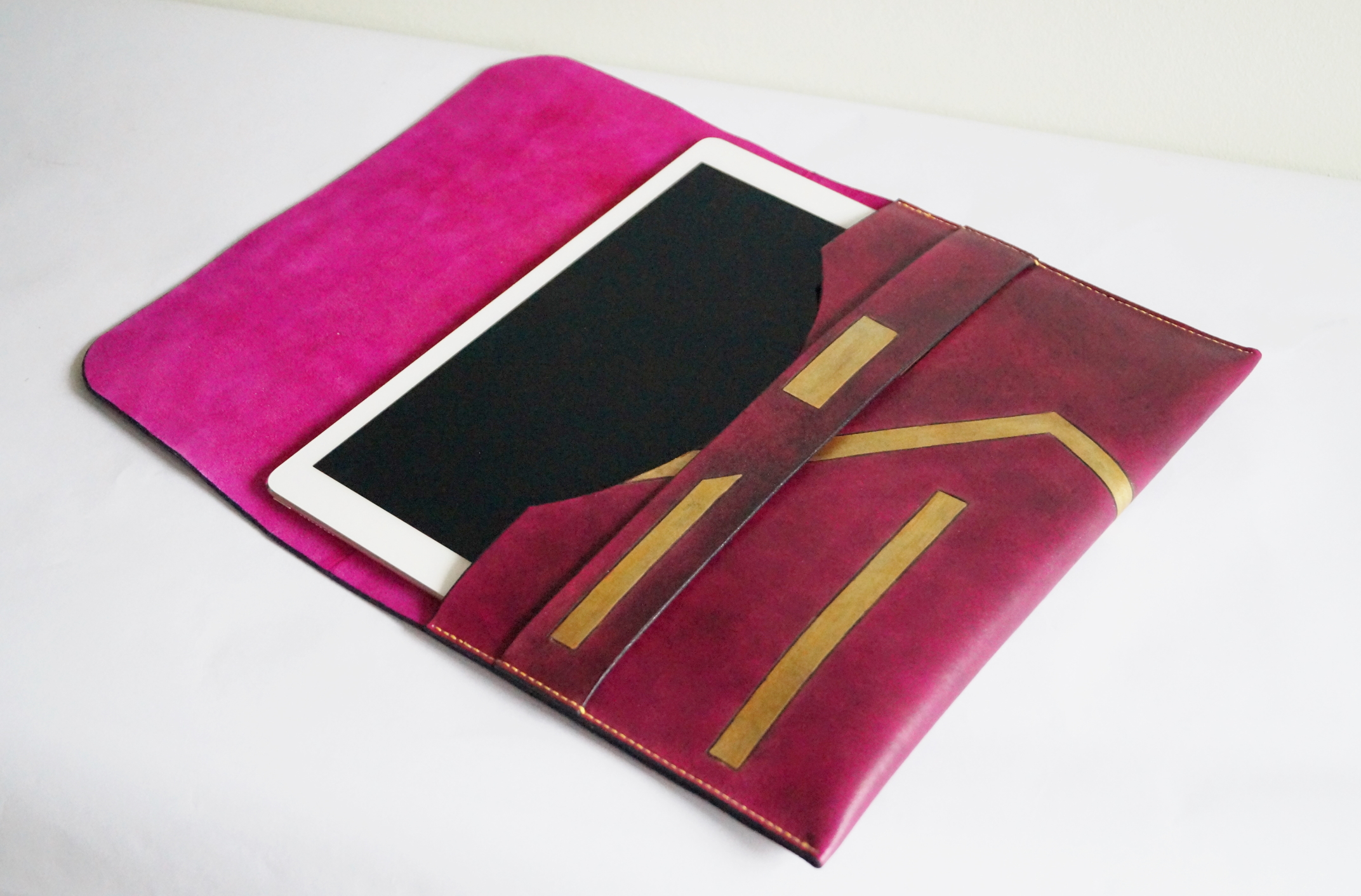 Handmade leather iPad case from TeLeather